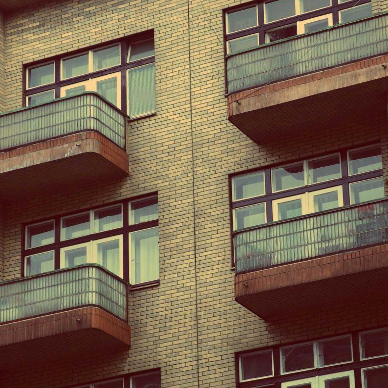 Mieszkanie od komornika - czy warto kupić