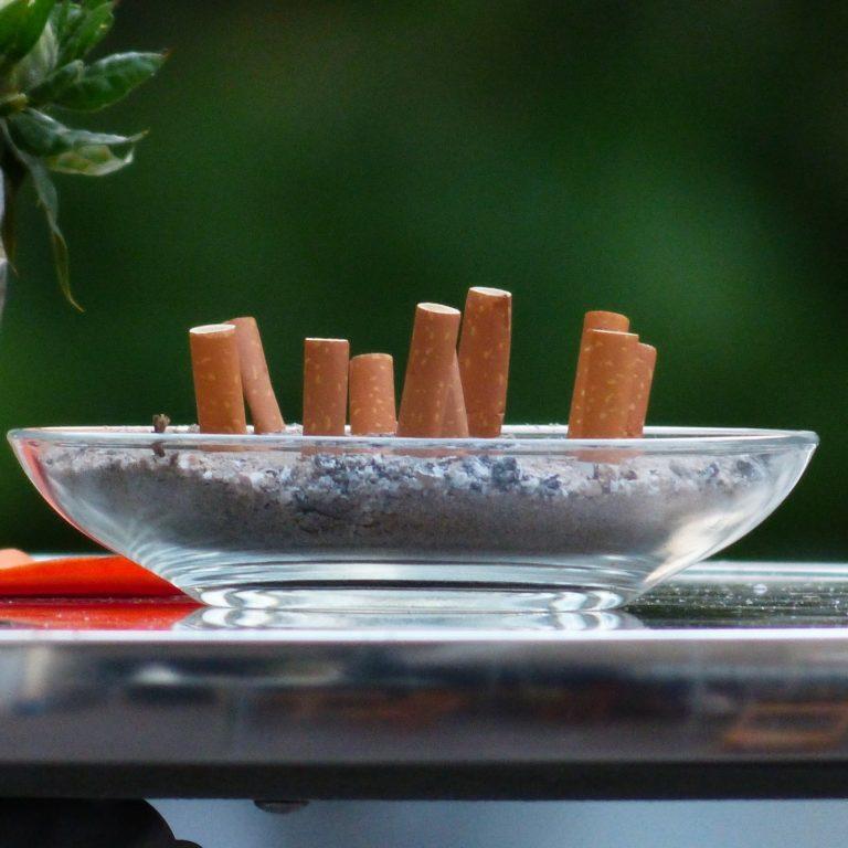 Zakaz palenia na balkonie. Czy palenie na balkonie jest dozwolone