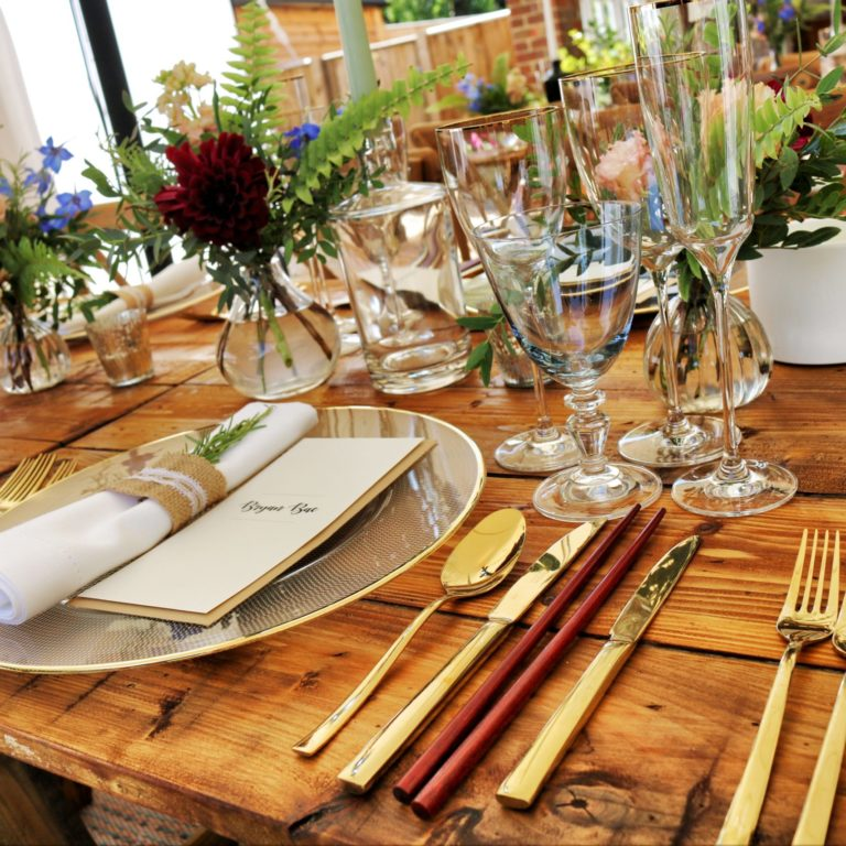 Stół do jadalni z drewnianym blatem