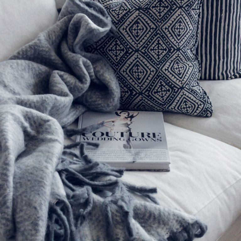 Element wystroju i funkcjonalny sposób na zimne dni - designerskie koce do Twojej sypialni
