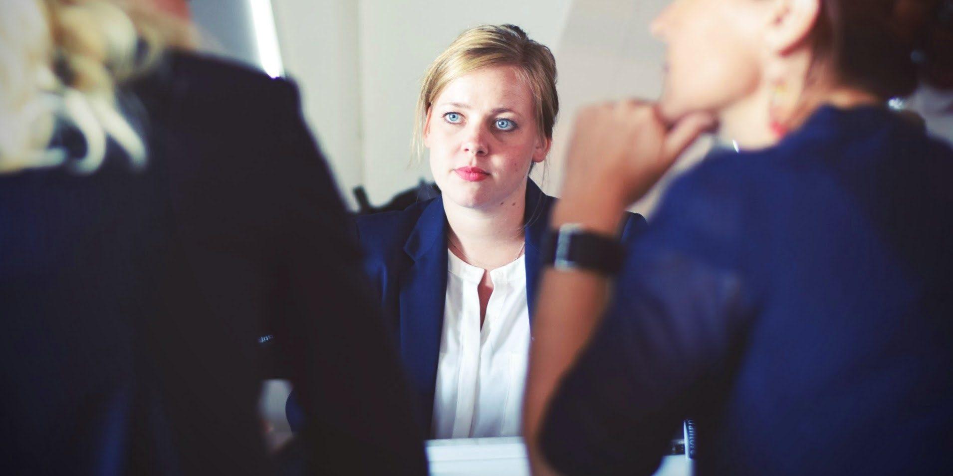 Czy radca prawny może pomóc w wychodzeniu z długów?