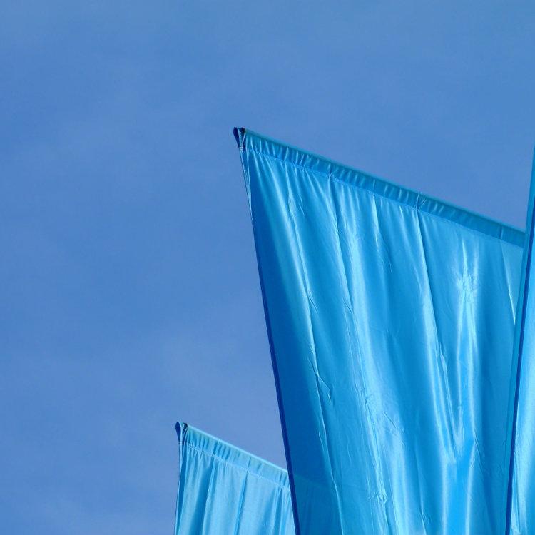 Z jakich materiałów produkuje się maszty flagowe Agra?