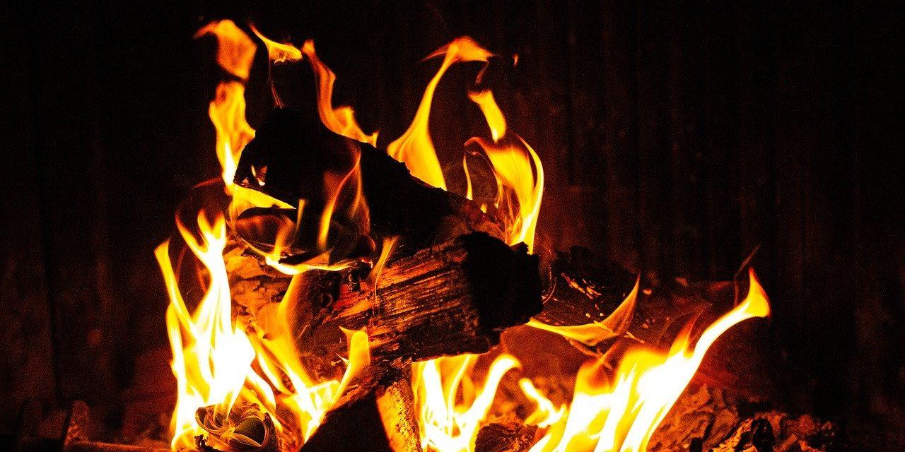 palenie w kominku – co trzeba wiedzieć?
