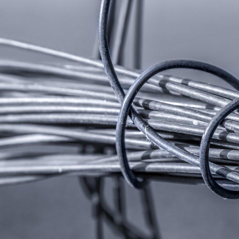 Jak izoluje się przewody elektryczne?