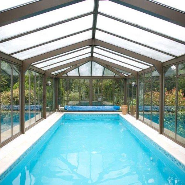Dlaczego warto wybrać zadaszenie basenu?