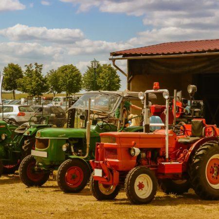 Jakie części do traktorów warto zawsze mieć pod ręką?