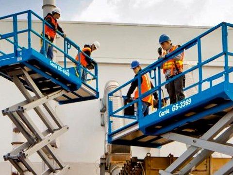Podnośniki – sprzęt pomocny w pracach na wysokości