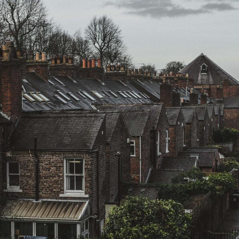 Masz płyty azbestowe na dachu? Pomyśl o ich utylizacji!