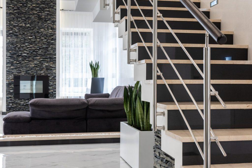 Oświetlenie klatki schodowej w domu jednorodzinnym