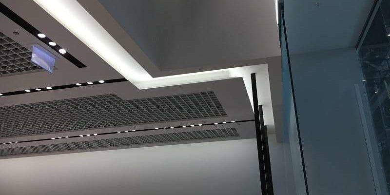 Półka sufitowa g-k LED – tania i efektowna metamorfoza wnętrza