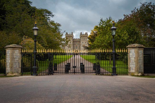 Czym charakteryzują się bramy przesuwne i kiedy je warto zamontować?