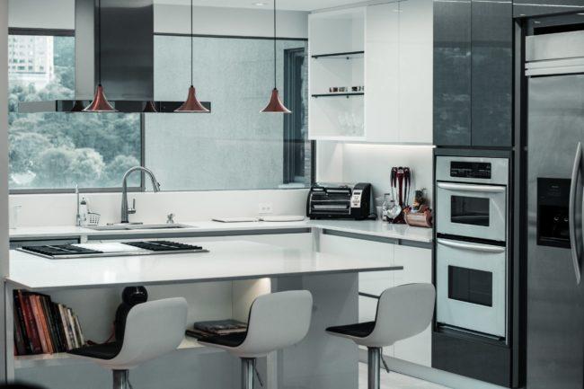 Biały blat kuchenny – czy ten kolor się sprawdzi?