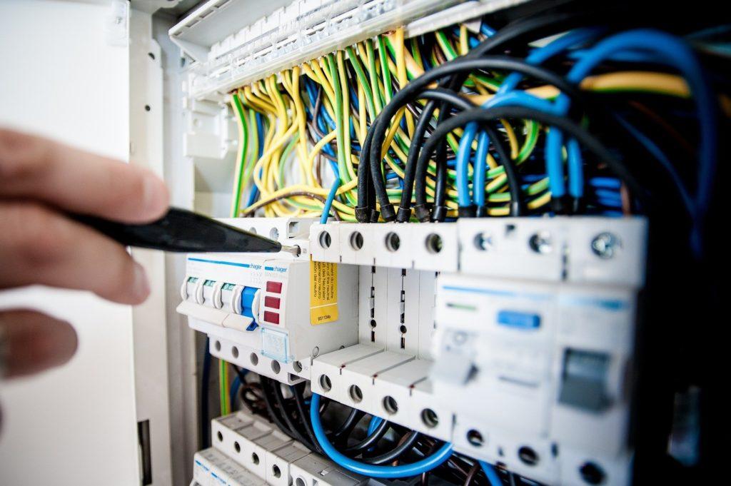 Jak wybrać najlepszą hurtownię kabli?