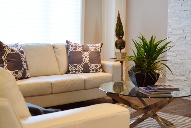 Na co zwrócić uwagę wybierając kanapę do salonu?
